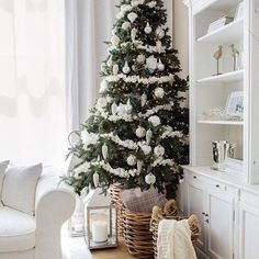 Can you welcome Christmas and celebrate it without decorating your home and purchasing a Christmas tree? Do you want catchy Christmas tree decoration Coastal Christmas, Noel Christmas, Rustic Christmas, Winter Christmas, Christmas Fireplace, Fireplace Mantel, Fireplace Decorations, Cottage Christmas, Christmas Christmas