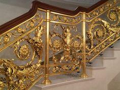 Кованое ограждение «Buckingham» Home Stairs Design, House Gate Design, Fence Design, Home Interior Design, Wrought Iron Staircase, Wooden Staircases, Iron Railings, Interior Stair Railing, Stair Railing Design