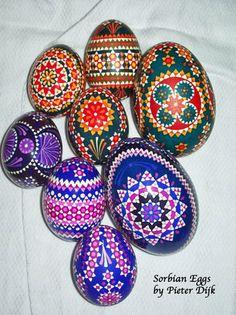 Pieter From the Netherlands Suggests Sanding Goose Eggs Ukrainian Easter Eggs, Ukrainian Art, Egg Designs, Egg Art, Egg Decorating, Egg Shells, Summer Crafts, Design Reference, Blog Tips