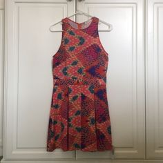 NWT Everly dress Shell/lining 100% polyester. In perfect condition. Size M, but fits like a small. Everly Dresses