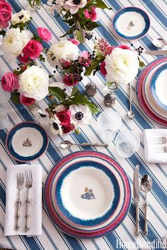 A striped dining cloth set with a matching floral arrangement is already enough to make this table setting eye-catching, but the matching dinner plates really brings it together. ~Rezal