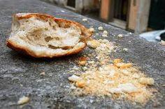 8- Et son pouvoir, sa pression, ce qui lui permettra d accéder à ce trône en bois sont ces petites miettes de pain.