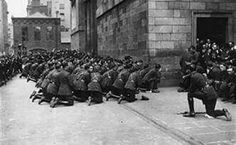 Freestate soldiers kneeling on hearing of the death of Michael Collins The Ira, Easter Rising, Michael Collins, Irish Blessing, Family Genealogy, Luck Of The Irish, Irish Men, Folklore, Current Events