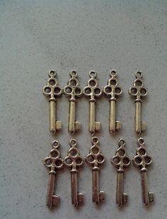 Anhänger Schlüssel - 10 Schlüssel Charm Anhänger - ein Designerstück von Funkelladen-Cathrin bei DaWanda