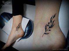 Tiny Tattoo Idea - schöne Tiny Tattoo Idea - minimalistisches Tattoo in Olivschwarz …… - Best Small Tattoos Ideas tattoos for women Wolf Tattoos, Tribal Tattoos, Feather Tattoos, Body Art Tattoos, Sleeve Tattoos, Cool Small Tattoos, Small Tattoo Designs, Pretty Tattoos, Olive Tree Tattoos