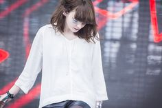 Lauren Mayberry ✾ of Chvrches Lauren Mayberry, Alternative Music, Pop Bands, Pretty Girls, Angel, Awesome, Baby, Women, Fashion