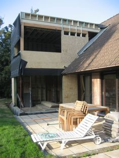 A wooden extension on 2 floors with wooden cladding on the facade - Roof brick - Roof cladding Roof Cladding, Wooden Cladding, House Cladding, Exterior Cladding, Cladding Ideas, Chalet Extension, House Extension Design, Roof Design, House Design