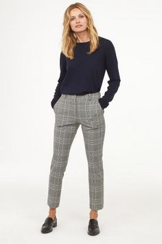 29 plaid pants outfit for your casual stroll down 26 Summer Work Outfits, Casual Work Outfits, Business Casual Outfits, Professional Outfits, Business Attire, Mode Outfits, Work Attire, Work Casual, Fashion Outfits