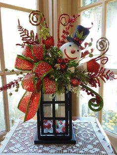 Cheap and Easy Dollar Store Christmas Decorating Ideas – Winter Scene Lantern . - Cheap and Easy Dollar Store Christmas Decorating Ideas – Winter Scene Lantern Xmas Crafts, Christmas Projects, Christmas Wreaths, Rustic Christmas, Lantern Christmas Decor, Modern Christmas, Scandinavian Christmas, Mexican Christmas, Advent Wreaths