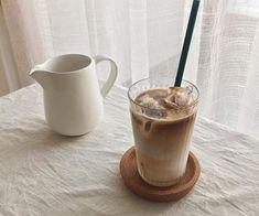 beautiful, photography и amazing картинка в We Heart It Coffee Break, Coffee Love, Iced Coffee, Coffee Drinks, Coffee Shop, Iced Latte, Cream Aesthetic, Aesthetic Coffee, Aesthetic Food