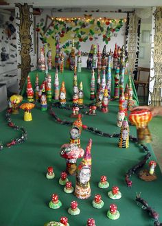 Spring festival - I love the paper mache gnomes Preschool Crafts, Fun Crafts, Crafts For Kids, Projects For Kids, Craft Projects, Group Projects, Classroom Projects, Primary School Art, Mushroom Crafts