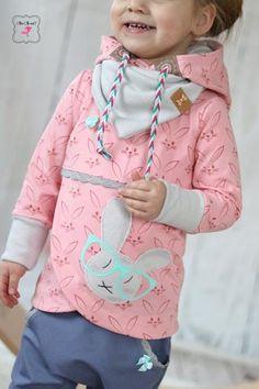 """Jersey """"Bunny"""" - kombiniert mit Klöppelspitze """"Samara"""" und geflochtene Kordel """"Suede Ropes"""" genäht wurde das eBook - """"Lana Kinder"""" - Fadenkäfer - Hoodie - Pullover - Pulli - Nähen für Kinder/Mädchen - Schnittmuster - Glückpunkt."""