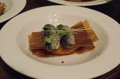 Sardinas ahumadas con milhojas de boniato asado