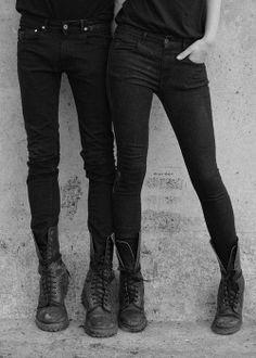 Grunge: Doc Martens and black skinnies Looks Style, Style Me, Black Style, Black Skinnies, Black Jeans, Black Boots, Black Trousers, Feminine Tomboy, Tomboy Style