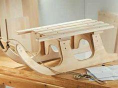 Find a step by step construction manual for this easy sledge. Such a great DIY project in the winter season #Bosch #Makeityourhome /// Hier findet Ihr eine einfache Schritt für Schritt Bauanleitung für diesen tollen Rodelschlitten. Ein tolles #Heimwerker Projekt für die Winterjahreszeit: http://www.1-2-do.com/de/projekt/Schritt-fuer-Schritt-zum-Rodelschlitten/bauanleitung-zum-selber-bauen/4001055/