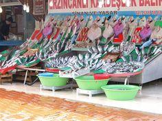 Fischhändler am Hafen in Istanbul http://fc-foto.de/33696400