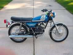 75' Yamaha RD200, my favorite paint scheme, they had the best combinations out of all the 70's Japanese makes.