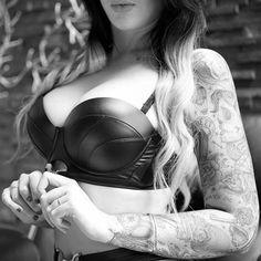 Adriana Huge Cock Shemale