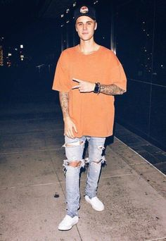 Funky fashion with justin bieber style Style Justin Bieber, Justin Bieber Outfits, Justin Bieber Pictures, Justin Bieber Fashion, Funky Fashion, Urban Fashion, New Fashion, Jeans Fashion, Men's Fashion Styles