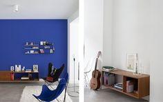 Living met aparte blauwe accentmuur