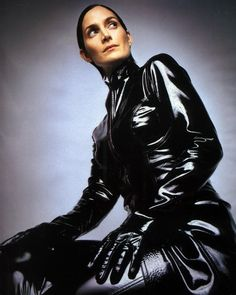 Matrix Reloaded Trinity Carrie Anne Moss leather coat is inspired from the movie The Matrix. Matrix was a popular series in early The role of protagonist was played by Keanu Reeves who is an outstanding actor alongside him was the highly exception Trinity Matrix, Movies To Watch List, The Matrix Movie, Matrix Film, Motos Vintage, Matrix Reloaded, Carrie Anne Moss, Films Cinema, Keanu Reeves