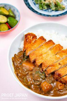 Japanse kipschnitzel met curry (chicken katsu curry) | Proef Japan Chicken Katsu Curry, Tofu Chicken, Foodies, Ethnic Recipes, Diners, Restaurants, Food Dinners, Dinners