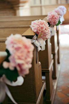Beautioful pink decoration for the church. #wedding #hochzeit #pink #rosa #deko #blumen