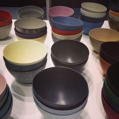 Des bols multicolores