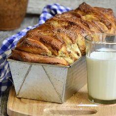Szybkie ciasto drożdżowe z masą z orzechów włoskich Glass Of Milk, French Toast, Favorite Recipes, Bread, Breakfast, Food, Morning Coffee, Brot, Essen