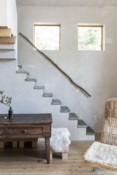 designer Julie O'Rourke of Rudy Jude's wabi sabi home. / stone slab stairs with natural tree branch handle rail Rustic Home Interiors, Rustic Home Design, Modern House Design, Modern Interior Design, Modern Decor, Rustic Decor, Rustic Barn, Rustic Style, Rustic Theme