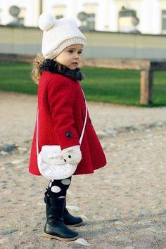 Ideen für Winter-Outfits für kleine stylische Mädchen-Wintermantel in kräftig Rot
