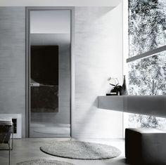 Зеркальная дверь в ванной комнате - дизайнерское решение, позволяющее визуально увеличивать пространство. Такие двери становятся изюминкой интерьера любого помещения и при этом они не лишены функционального назначения. #санузел #сантехника  Хотели бы себе такую дверь?