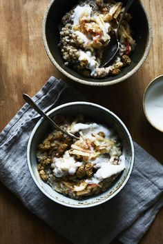 spiced buckwheat porridge with cashew yogurt, mulberries maple (gluten-free, vegan) / sassy kitchen Savory Breakfast, Breakfast Time, Breakfast Options, Overnight Oats, Whole Food Recipes, Healthy Recipes, Radish Recipes, Healthy Breakfasts, Healthy Foods