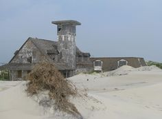mauritania lighthouse   100.000 hits….Amazing Buildings Devoured by Sand.