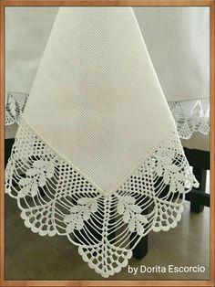Toalha quadrada com barrado em crochet