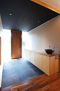 Hallway – Home Decor Designs Japanese Home Decor, Japanese Interior, Japanese House, Modern Entrance, House Entrance, Residential Architecture, Interior Architecture, Tea Room Decor, Minimal Home