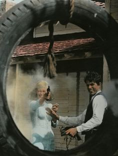 Faye Dunaway & Warren Beatty in Bonnie & Clyde (1967, dir. Arthur Penn)