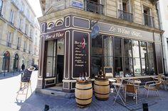 Sidewalk seating at Le Wine Bar.  19 rue des Bahutiers; +33-6-76-00-50-54; lewinebar-bordeaux.com