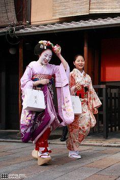 Maikohan (40) by Kyoto Sanada, via Flickr, Japan. S)