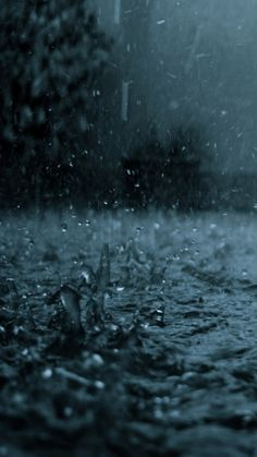 The Galaxy Note 2 Wallpaper I just pinned! Dancing in the rain