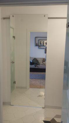 usa glisanta dressing cu oglinda. Decor, Lighted Bathroom Mirror, Furniture, Home, Glass Design, Mirror, Bathroom Lighting, Bathroom Mirror, Home Decor