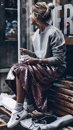 how cute does this pink sequin skirt make this casual outfit look? Fashion Moda, Look Fashion, Winter Fashion, Fashion Outfits, Womens Fashion, Fashion Trends, Fashion Clothes, Fashion Check, Fashion Lookbook