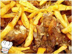 Χοιρινη σπαλα χωρις κοκκαλο με τα ιδανικα λαχανικα και μυρωδικα τυλιγμενα στη λαδοκολλα και σιγοψημενα στο φουρνο σκετο λουκουμακι. Το αρωμα και η γευση του θα απογειωσει τον καθε ουρανισκο!!! <b>Απολαυστε το!!!</b> Greek Recipes, Pot Roast, Dessert, Street Food, Food And Drink, Menu, Cooking, Ethnic Recipes, Kitchen