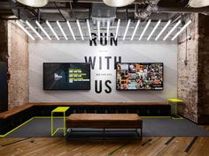 Art Direction Environment Design - Flatiron Nike Running Store update Creative Director: Julie Igarashi Designers: Derrick Lee Esther Chang - Tap the pin if you love super heroes too! Cause guess what? you will LOVE these super hero fitness shirts! Gym Interior, Retail Interior, Interior Design, Gym Design, Booth Design, Nike Office, Exposition Interactive, Nike Retail, Wow Photo