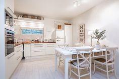 Maalaisromanttinen keittiö, Etuovi.com Asunnot, 56532d81e4b09002ed15117e - Etuovi.com Sisustus
