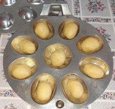 Prajitura nuci cu crema in forma de nuci   Retete culinare gustoase Pretzel Bites, Hamburger, Bread, Breakfast, Food, Morning Coffee, Brot, Essen, Baking