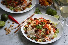 Papaya-Reisnudelsalat mit Erdnüssen und Limettendressing
