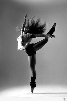 Un danseur danse parce que son sang danse dans ses veines. Anna Pavlova
