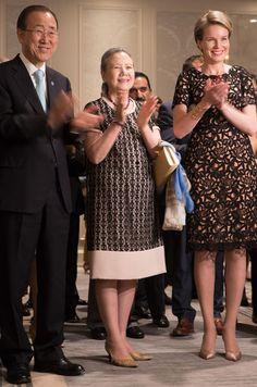 La reine des Belges Mathilde assurait ces lundi et mardi une visite de travail aux Nations unies à New York. Elle y est intervenue avec élégance.