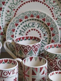 Emma Bridgewater Christmas Joy Mince Pie Plate with Mugs Christmas Dinner Plates, Christmas China, Cosy Christmas, Christmas Kitchen, All Things Christmas, Christmas Time, Christmas Crafts, Christmas Dinnerware, Emma Bridgewater Pottery